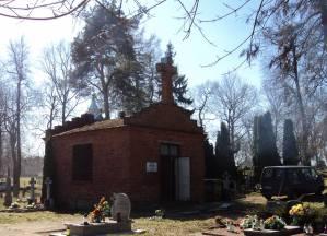 Zdjęcia z akcji sprzątania cmentarzy. Fot. Barbara Kowalewska