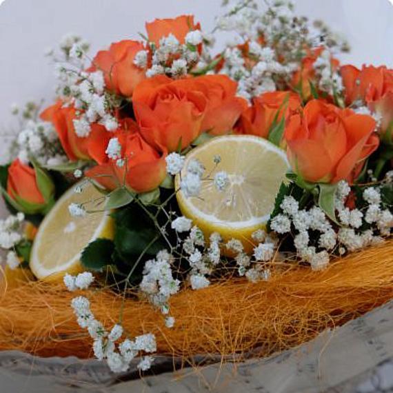Фруктовый букет «Оранжевые розы и лимоны»