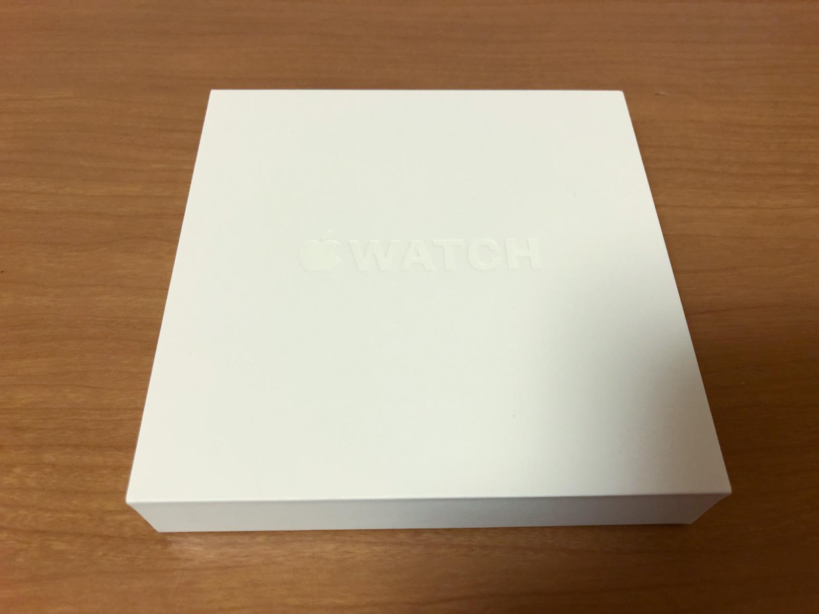 リペアセンターから配送されたApple Watchの箱