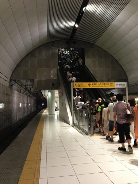 元町・中華街駅のエスカレーター