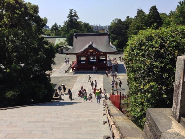 大石段から舞殿の眺め