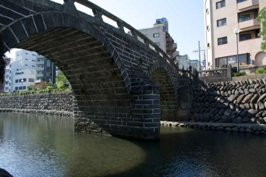 眼鏡橋接近