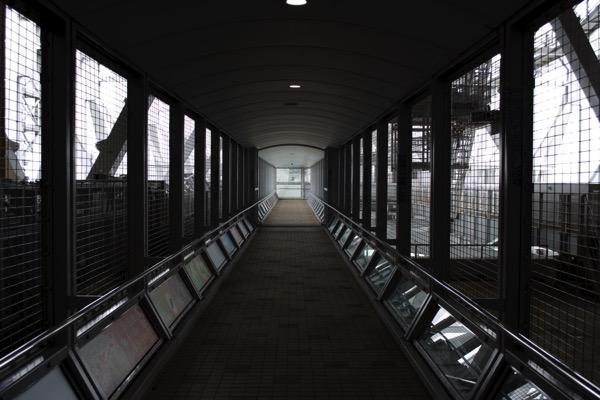 「渦の道」の廊下