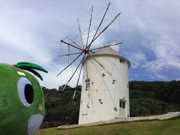 風車とマンザパパ横顔