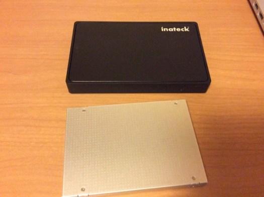 古いSSDと外付け用のケース