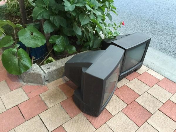 捨ててあったブラウン管テレビ