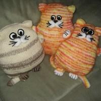 Подушка спицами Кот