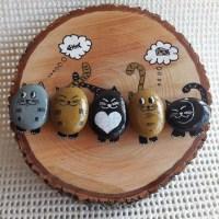 Коты из камней