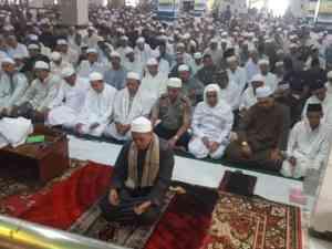 Polres Kotabaru Sholat Berjamaah di Masjid Raya