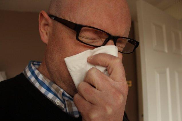 Болезни зубов провоцируют неприятный запах изо рта