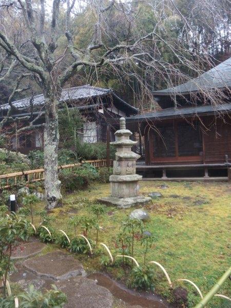 東慶寺 右 水月堂 左 本堂