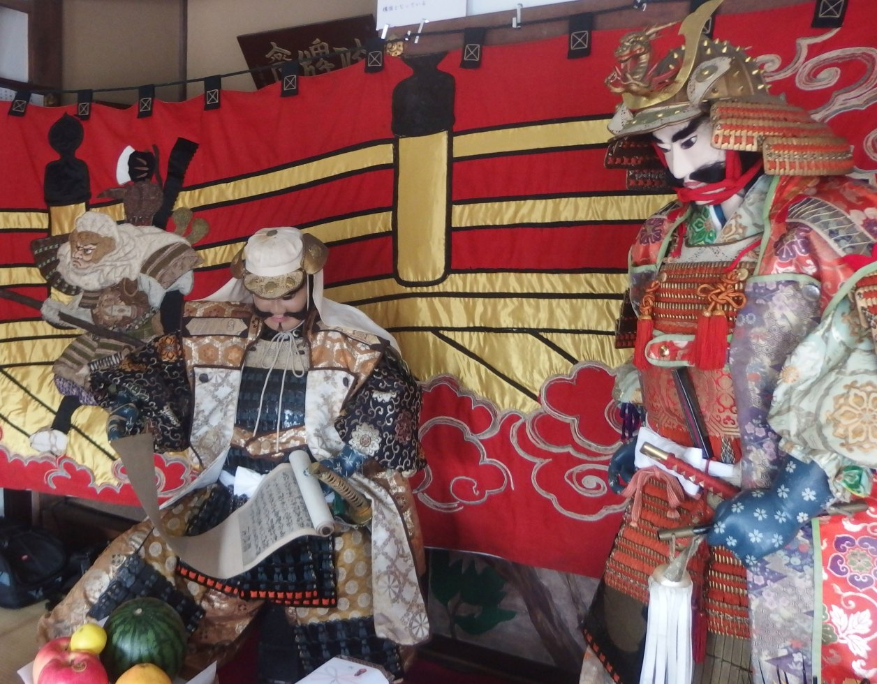 満福寺 本堂の義経主従の人形