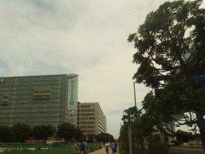 ゆりかもめ 船の科学館駅から、日本科学未来館への道