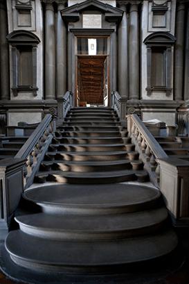 ミケランジェロ・ブオナローティ ラウレンツィアーナ図書館 玄関室の階段 フィレンツェ 1524-1534年