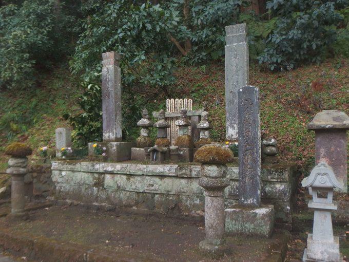 妙本寺 比企一族の墓