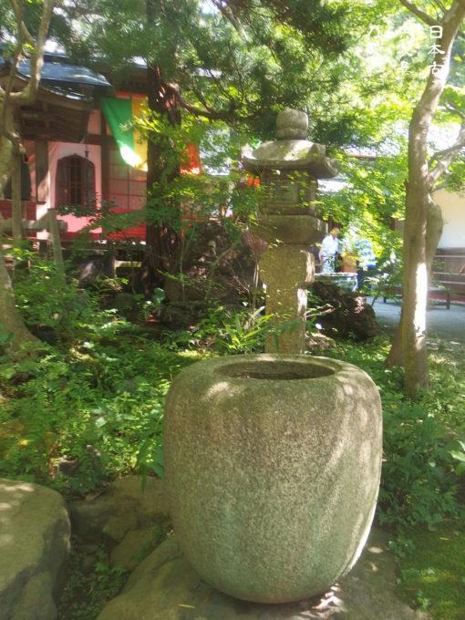 覚園寺 境内