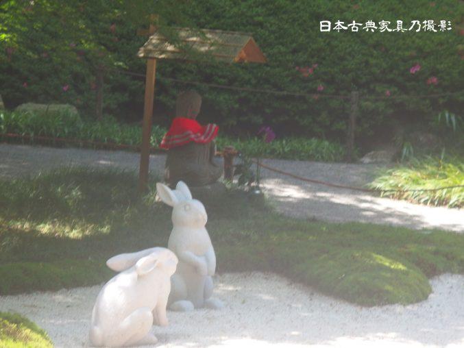 明月院 本堂後庭園 兎の石像 赤地蔵