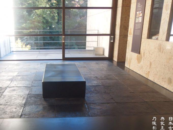 鎌倉歴史文化交流館 第3室 馬革イタリア製のベンチ