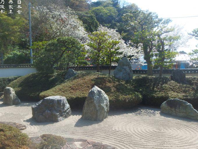 光明寺 三尊五祖の石庭