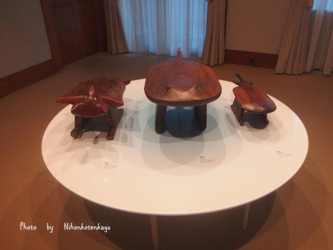 庭園美術館 ブラジルの先住民族の椅子展 エイとハチドリ