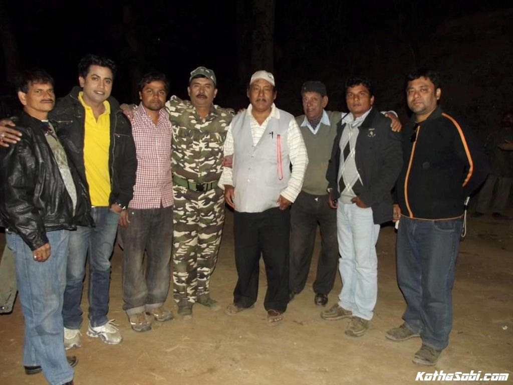 Jones Mahalia with others on location during the shooting of 'Mahasamar'