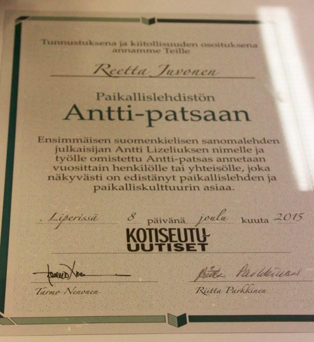 Kunniakirja Antti-patsaan saajalle.