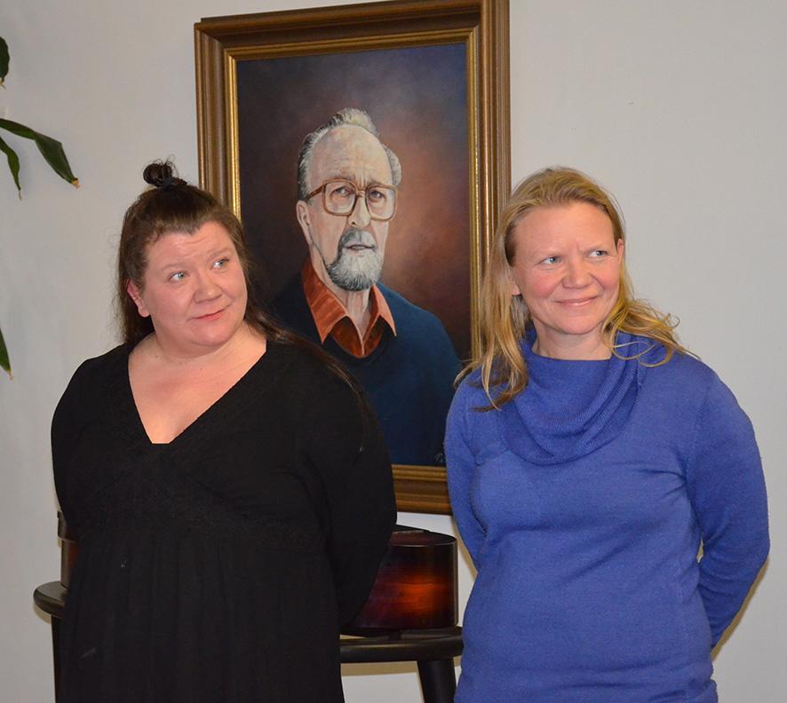Mammu ja Kirsi Koskelo olivat yllättyneitä ja liikuttuneita saamastaan tunnustuksesta. Kuva: Satu Lievonen.