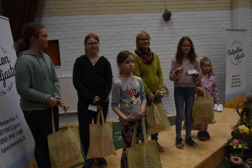 Kaikki lasten leipäkilpailuun osallistuneet palkittiin.