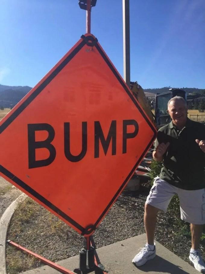 BUMPの道路標識とバンプ