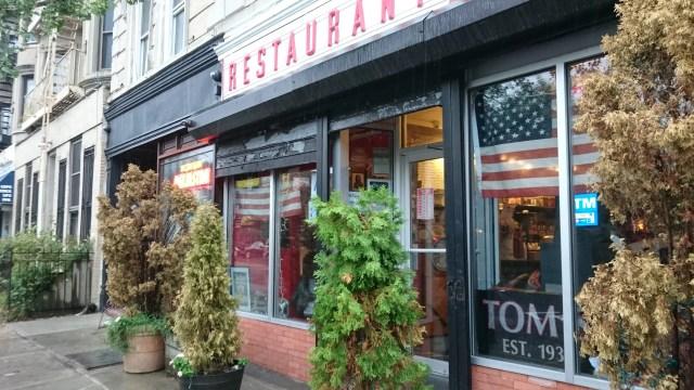 トムズレストラン外観
