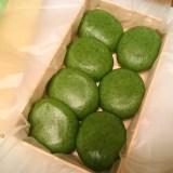 """志""""満ん草餅、濃密なヨモギの香りと味が楽しめる草餅が東京で食べられるとは!"""