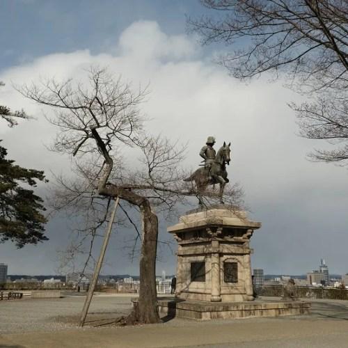 仙台の伊達政宗公の銅像の写真
