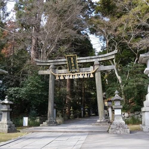 塩釜神社の門の写真