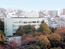 国立国語研究所1号館及び4号館(左手前) (2003年11月,研究所北東側の国立スポーツ科学センターから