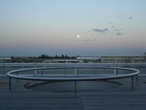 東側ベランダから見た昇る月