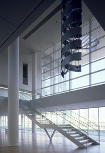 明るく開放感のある1階ホール