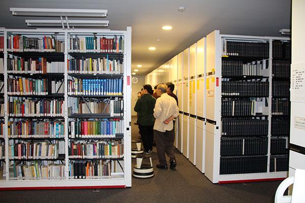 研究図書室閉架書庫