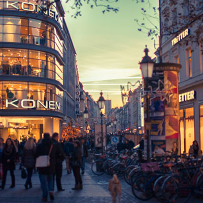 夕暮れの街角