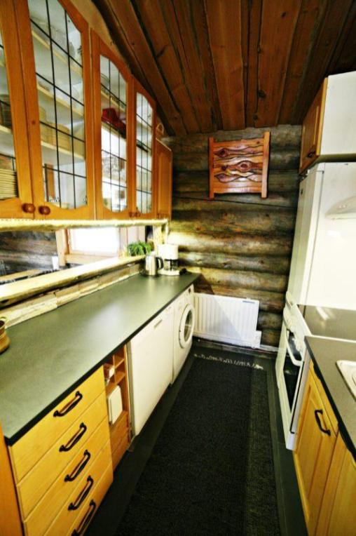 Kivikosken vuokramökin keittiö