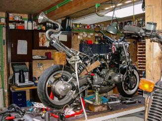 Moottoripyörän säilytystila tai verstastila tarjolla