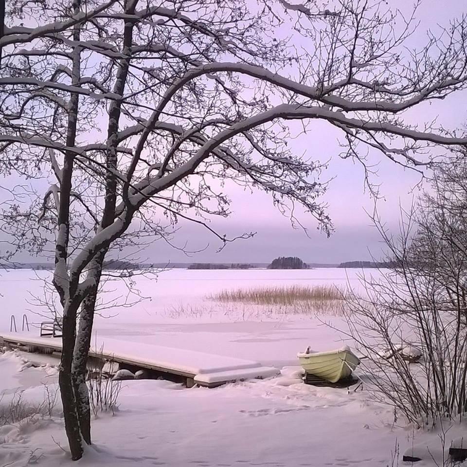 Vuokramökin maisema talvella