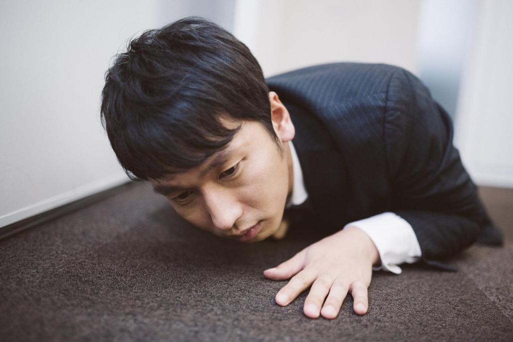 心筋梗塞で倒れる男