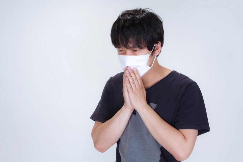 夏にインフル発症の男