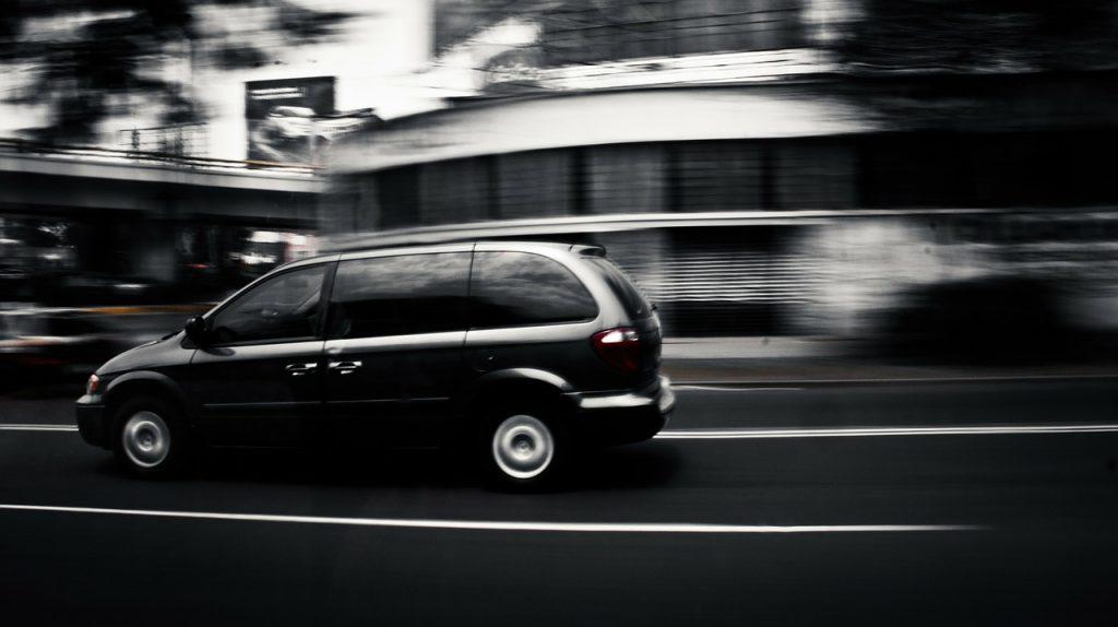 速い車、到着は早い
