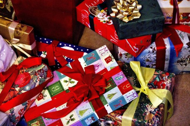 クリスマスプレゼント渡す