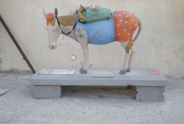 While at the island, we noticed that, apart from the living ones, the island was also full of decorative donkeys. We were told it was part of an exhibition. I found the whole thing quite amusing! This one is the swimmer donkey, at the central Bus Station in Oia.