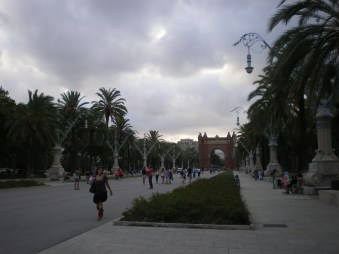 An Arc de Triomf could not be missing from Barcelona, certainly not. You get this view from the north exit of Parc de la Ciutadella. Rather cloudy day, huh?