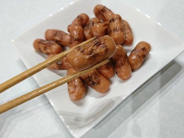 StyleONE(スタイルワン):皮なしウインナーを食べる2