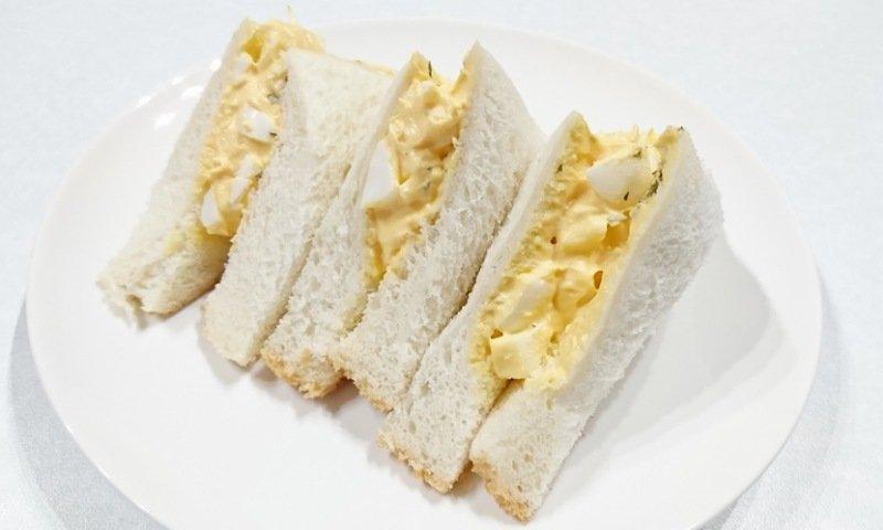 コスモス:たまごサラダをサンドウィッチにする2