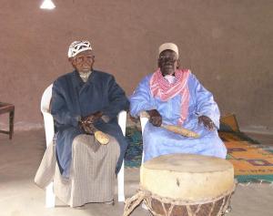 A gauche le doyen Doua KEITA (2007 - 25/03/2012) avec son conseiller Diaraba KEITA